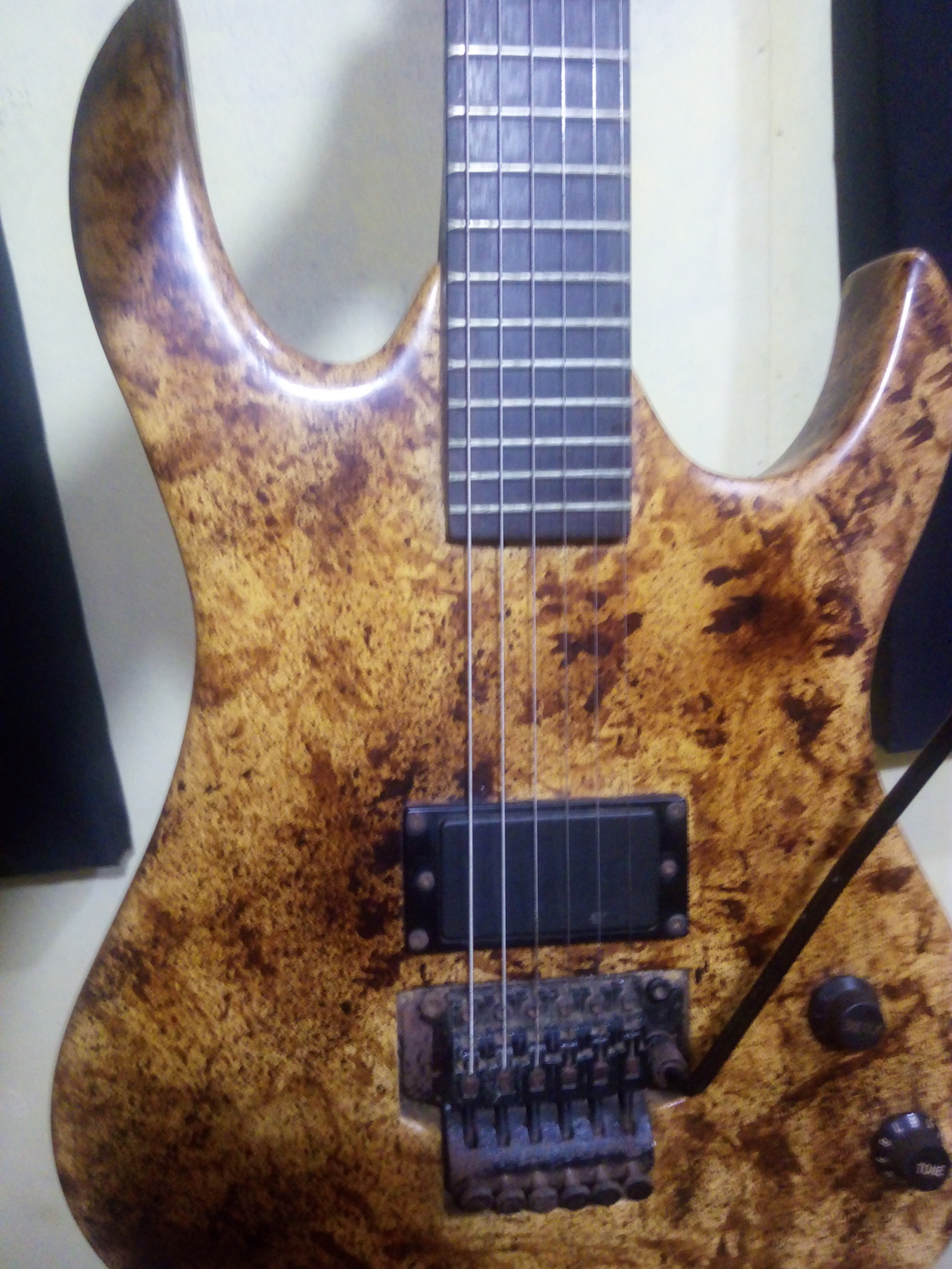 Custom build guitar with EMG HZ H4